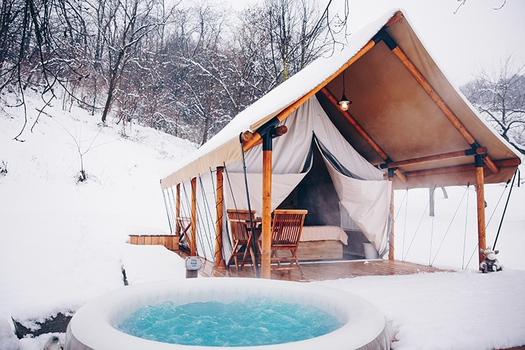 sotor in jaccuzzi glamping chateau ramsak